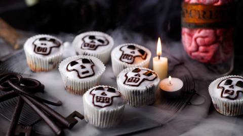 Edible skulls (liquorice chocolate muffins)
