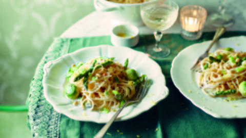 Spaghetti and Green Asparagus in Lemon Sauce