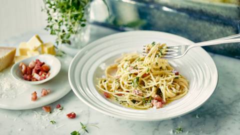 Spaghetti with Herb Butter and Bacon