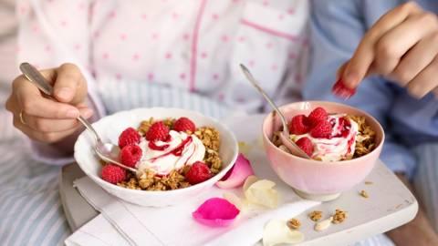 Rose quark muesli with fresh raspberries