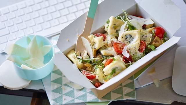 Tortellini salad with Parmesan dressing