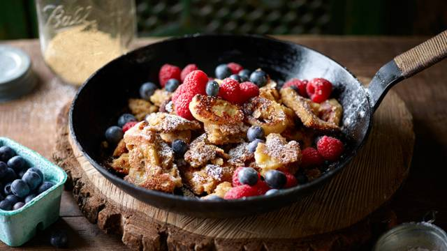 Stewed Amaranth with Banana and Berries